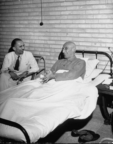 mohammed-mossadegh-lying-in-bed-talking-to-allahyar-saleh1951